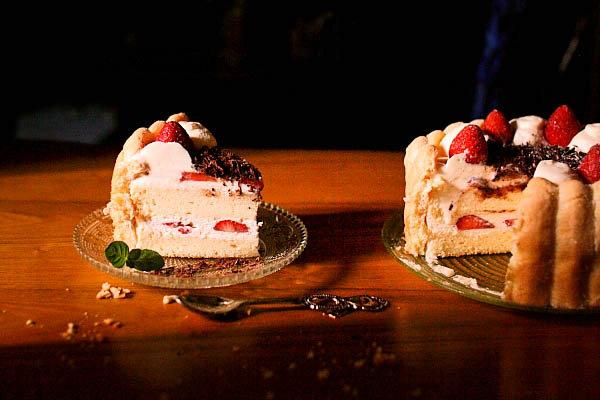 小草莓蛋糕的做法_小草莓蛋糕怎么做【鲁不猴】